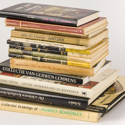 A lot comprised of various books a.W. Publications concerning antiques, 20th cen…