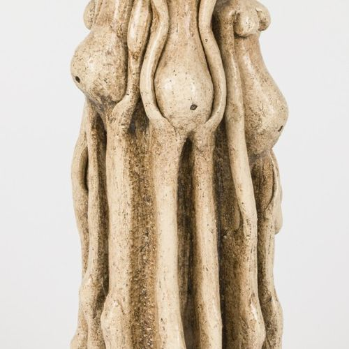 A ceramic group of female figures, 20th century. 高:40厘米。