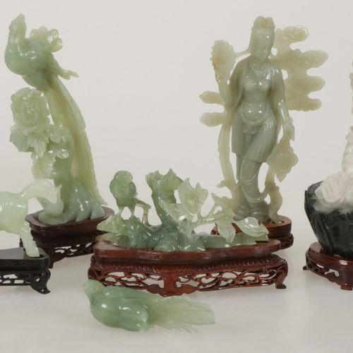 A lot of different sculptures in jade. China, 2nd half of the 20th century. Dive…