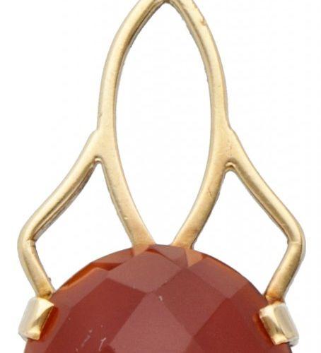 14K. Yellow gold vintage pendant set with carnelian. Sellos: hoja de roble, marc…