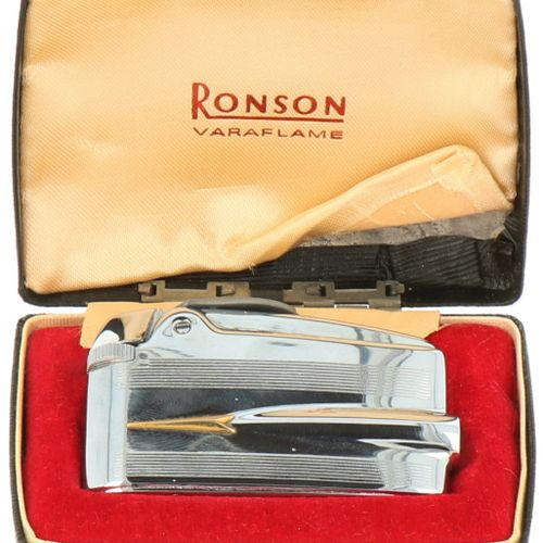 Ronson 'Adonis' lighter silver plated. Adonis con estuche original. Inglaterra, …