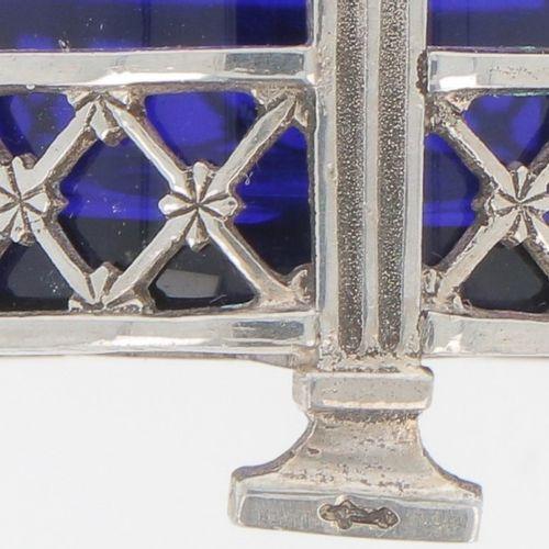 (4) piece condiment set silver. Bestehend aus 2 Salzfächern mit 1 Löffel, Senfto…