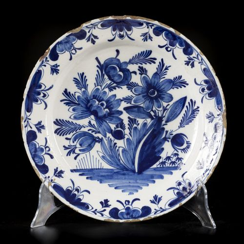 A lot comprising (2) earthenware chargers with floral decorations, Delft, 18th c…