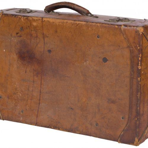 A brown leather travel suitcase, 1st half 20th century. L: 18 cm, B: 60 cm, H: 3…