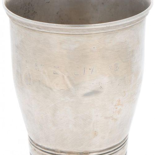 Drinking cup silver. Modelo en forma de tulipán con bandas incisas. Dinamarca, C…