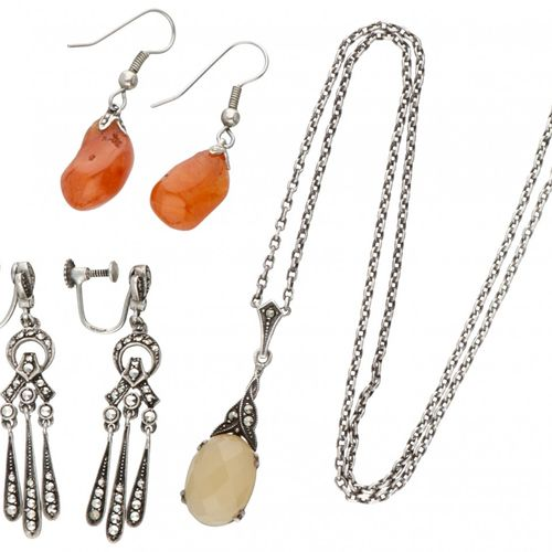 Lot comprising two pairs of silver earrings and a necklace with pendant 835/1000…