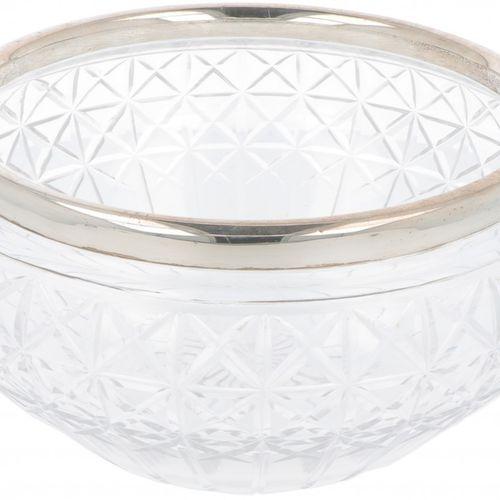 Fruit bowl silver. Hergestellt aus geschliffenem Kristallglas mit Beschlag. Vere…