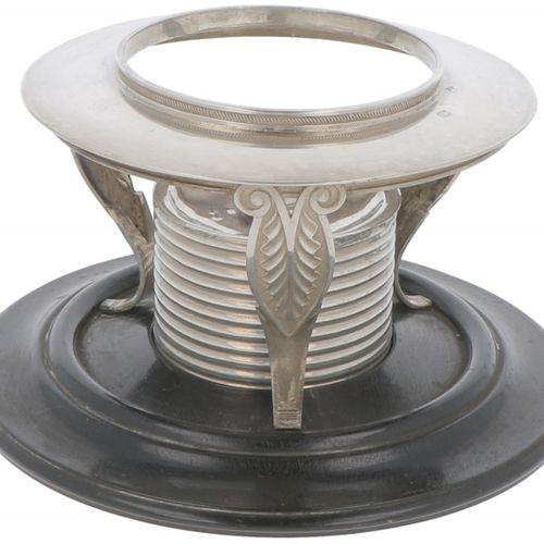 Brazier silver. Adornado con decoraciones imperiales y base de madera ennegrecid…
