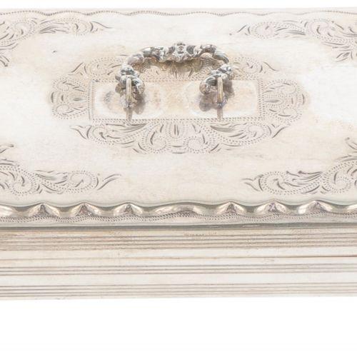 Teaspoon box silver. Ausgestattet mit Krallenfüßen und gravierten Biedermeierdek…