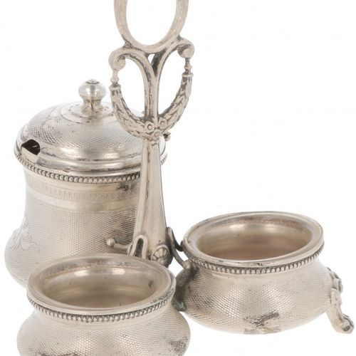 Condiment set silver. Adornado con guilloches, con inserciones de cristal origin…