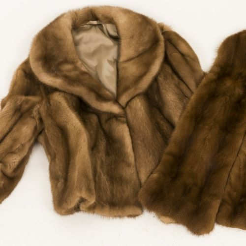 A lot comprised of (2) clothing pieces of fox fur, jacket and stola, 20th centur…