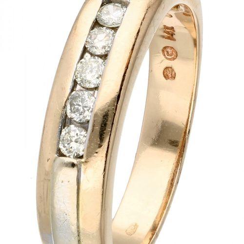 14K. Bicolor gold ring set with approx. 0.15 ct. Diamond. 5 diamantes de talla b…