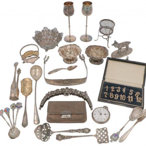 (24) lot of miscellaneous silver. Objetos diversos, de los cuales 1 objeto está …