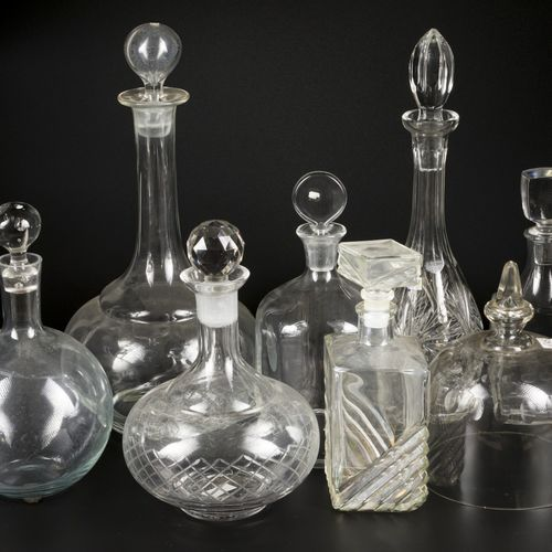 A lot with (6) various liquor flasks together with (2) decanting claret jugs, 20…