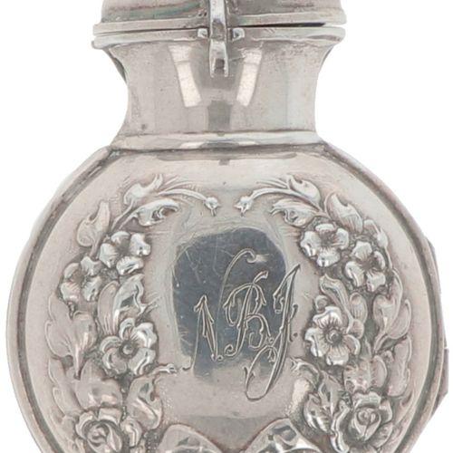 Protective case silver. Destinado a un frasco de perfume o a un reloj de bolsill…