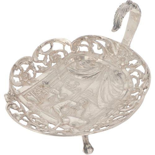 Pastille basket silver. Gegossenes durchbrochenes Modell mit gelöteten Beinen un…