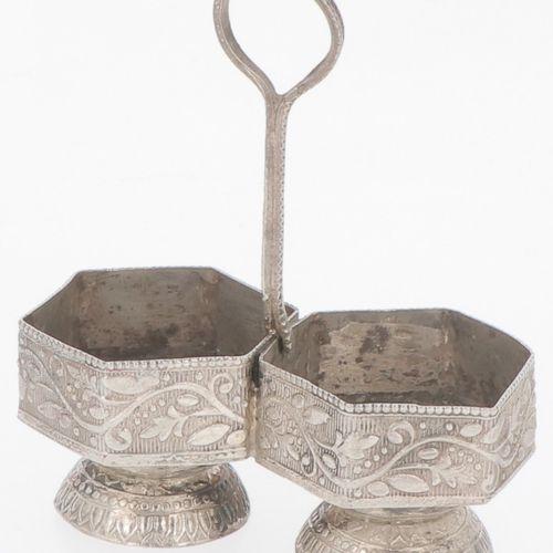 (3) piece lot of salt cellars & condiment set silver. Bestehend aus verschiedene…