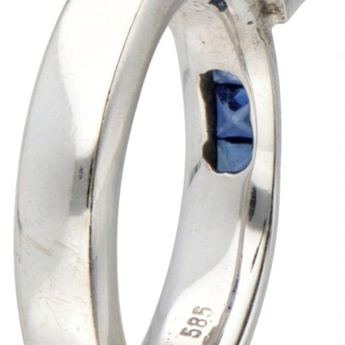 BLA 10K. White gold ring set with a cubic zirconia and sapphire. Tamaño del anil…