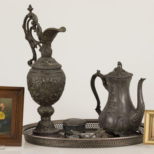 A lot miscellaneous a.W. A ZAMAC decorative jug, 20th century. Ensemble avec un …