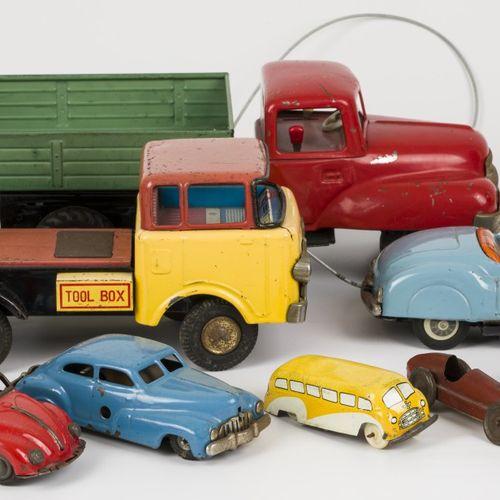 Lot (8) tin toy cars 各种品牌,产地。德国,日本,20世纪50 60年代,处于使用状态。估计:50 100欧元。