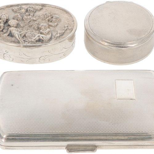 (3) piece lot various boxes Bestehend aus einem Zigarettenetui, einer Schnupftab…