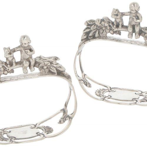 (2) Piece set of napkin rings silver. Durchbrochene Arbeit mit einem Miniaturkin…