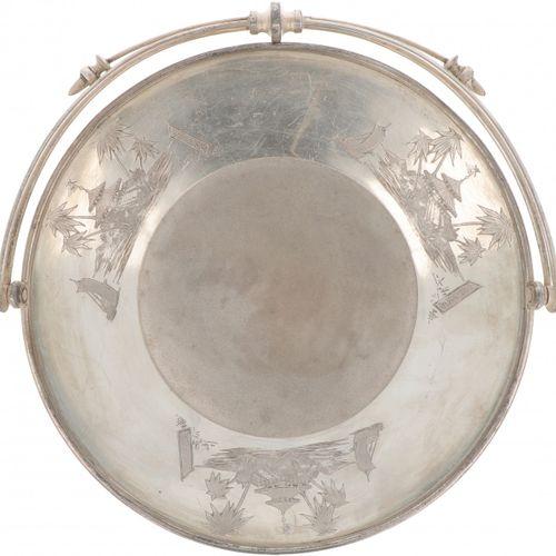 Silver plated tray. Con decoraciones orientales grabadas. Principios del siglo X…