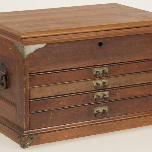A wooden flatware collection case, Dutch, circa 1900. Sans couverts, un comparti…