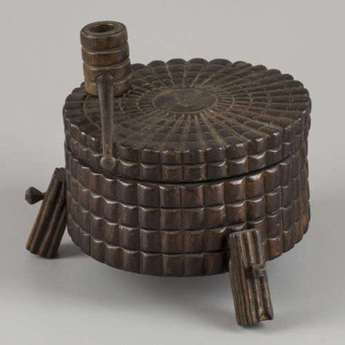 A carved wood tobacco jar, Southern Germany, 1st half 20th century. Null