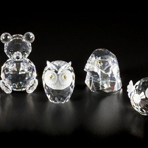 (5) piece lot Swarovski miniatures 包括:熊、猫头鹰、野兔和河豚。装在原来的盒子里,情况各异。估计:10 50欧元。