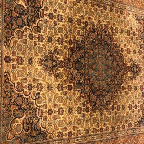"""A Persian """"Isfahan"""" rug, Iran, 20th century. Soie sur coton. Produit mécaniqueme…"""