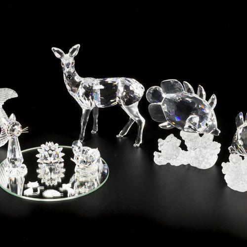 (7) Part lot Swarovski miniatures. 由一只鹿,两条珊瑚鱼,松鼠,刺猬,猫和一只老鼠组成(刺猬,猫和老鼠放在一个盒子里,有一个原…