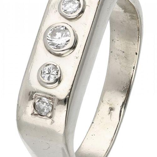 14K. White gold ring set with approx. 0.13 ct. Diamond. 3 Diamanten im Brillants…
