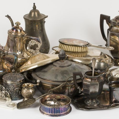A lot comprising various silvered items, 20th century. Null