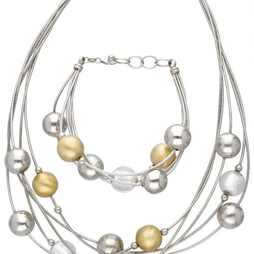 Set of a silver Italian design necklace and bracelet 925/1000. Sellos: 925, Ital…