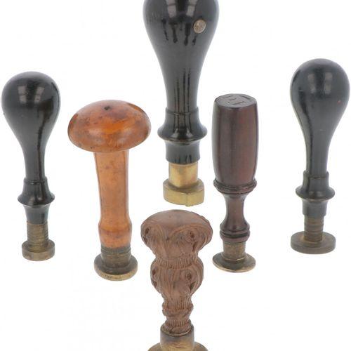 (6) piece lot with wax stamps. Diversos tamaños y diseños. Principios del siglo …