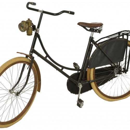 A ladies bicycle with wooden rims and fenders, Holland, 20th century. 配有Luxor碳化铜…