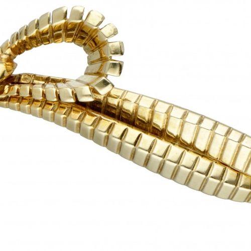 14K. Yellow gold bow shaped brooch. Punzierungen: 585, KJ, G. LxB: 3,2 x 5,5 cm.…