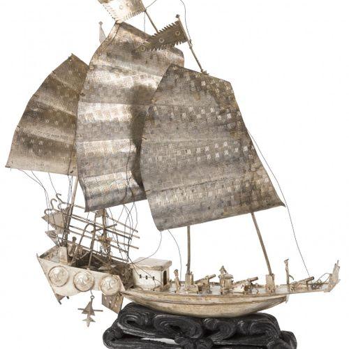 Miniature sailboat BLA. Mit vielen Details, auf einem Holzsockel. 20. Jahrhunder…