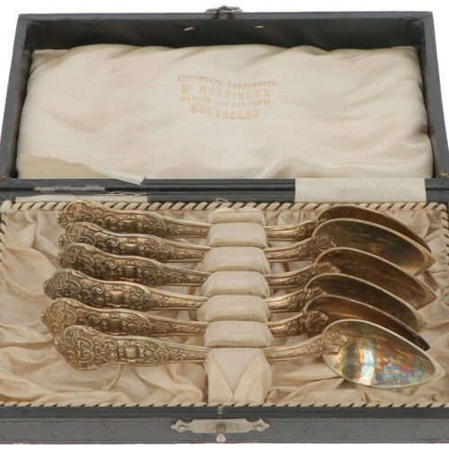 (6) Piece set of silver coffee spoons. Geformt, mit reichen Verzierungen und ori…