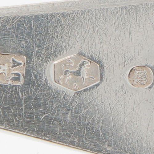 (2) piece set of silver sprinkler spoons. Gefertigt mit gedrehtem Stiel und Perl…