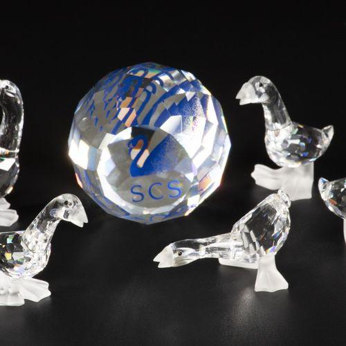 (6) piece lot Swarovski miniatures 包括:各种大雁和一个镇纸。带原包装盒,状况各异。估计:10 50欧元。