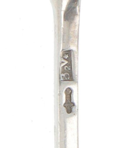 (8) piece set of silver mocha spoons. Modelo estilizado con remate decorativo. P…
