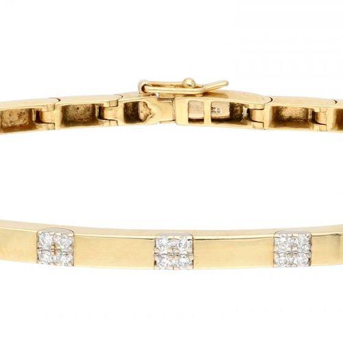 14K. Yellow gold link bracelet set with approx. 0.06 ct. Diamond. Con clip de se…