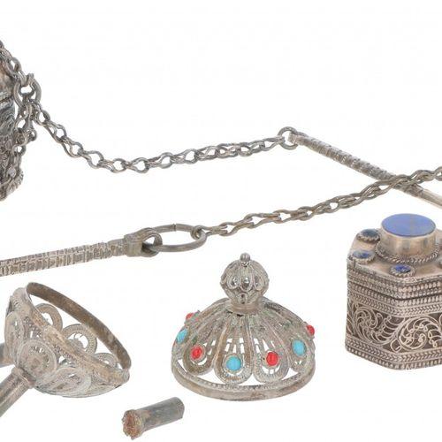 (4) piece various silver. Bestehend aus verschiedenen orientalischen Objekten. 2…