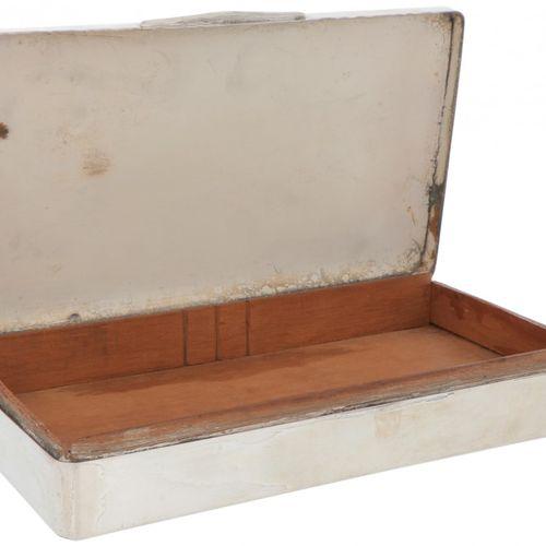 Silver cigar box Großes Modell mit gewölbtem Deckel und glatter Oberfläche. 20. …