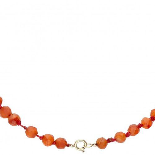 Single strand carnelian necklace with a 14K. Yellow gold closure. Karneol Ø ca. …