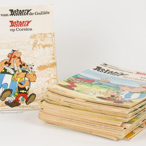 A lot with (20) comic books. Asterix and Obelix. En état moyen.