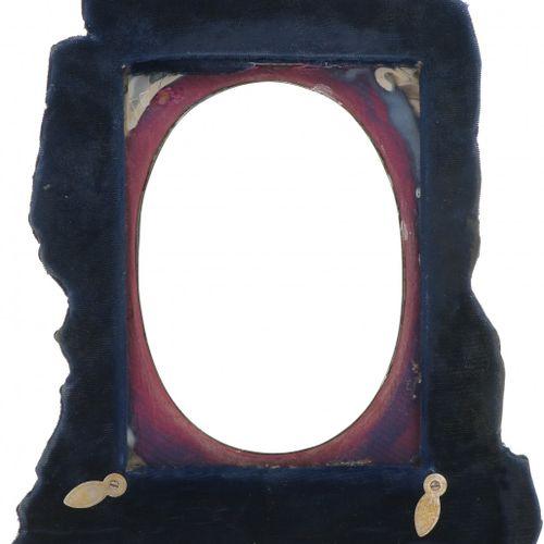 Photo frame silver. Decoración floral y rocalla, montada en un marco de madera, …