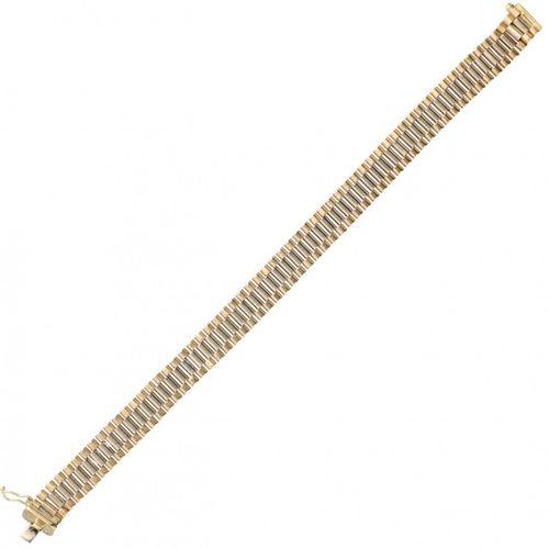 14K. Bicolor gold Italian design rolex link bracelet. Avec un clip de sécurité. …